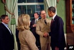 Le président Obama et l'amiral Mike Mullen, chef d'état-major interarmes, à la Maison-Blanche