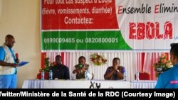 Le Ministre de la Santé Oly Ilunga, au centre, et le Jean-Jacques Muyembe, chercheur congolais et pionnier de la lutte contre Ebola participent à une émission publique de la Radio Okapi à Beni, Nord-Kivu, 6 septembre 2018. (Twitter/Ministère de la Santé d