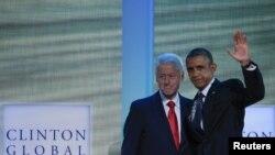 El presidente Barack Obama junto al expresidente Bill Clinton durante su presentación en la Iniciativa Global Clinton, donde el mandatario anunció nuevas medidas contra el tráfico de personas.