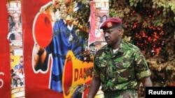 Muhoozi Kainerugaba, fils du président ougandais Yoweri Museveni, est, sur cette photo, aperçu à Kampala, 12 juillet 2010. Kainerugaba a été promu mercredi au rang de général de division en charge du commandement des forces spéciales.