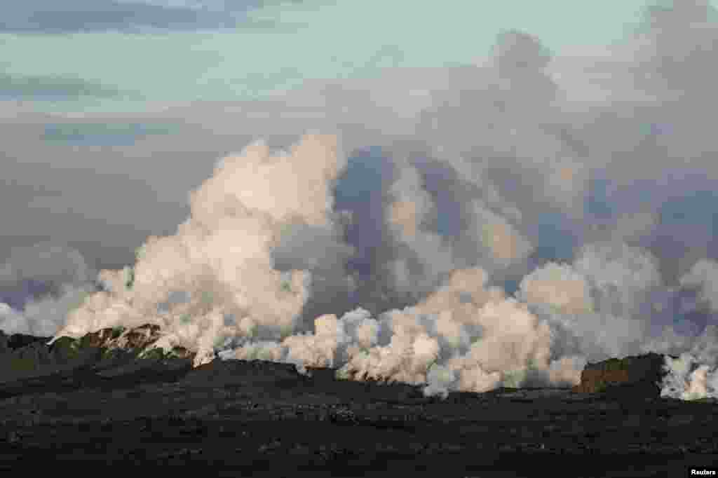 Steam and smoke rise over a 1-km-long fissure in a lava field north of the Vatnajokull glacier, which covers part of Bardarbunga volcano system, Aug. 29, 2014.