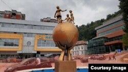 Spomenik mira u Srebrenici (Foto: BIRN BiH)