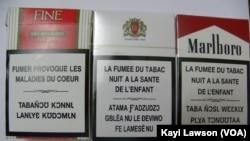 Des paquets de cigarette togolais, le 27 juin 2014. (VOA/Kayi Lawson)