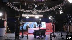 Kobuldagi telekanal. 3-fevral, 2014-yil. Matbuot xilma-xilligi ortgani Afg'onistonda barqaror hayot sari qo'yilgan muhim qadamlardan sanaladi.