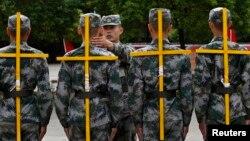 新入伍的中國解放軍在杭州接受訓練 (資料照片)