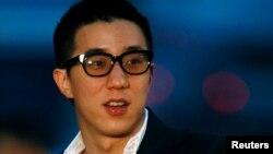 세계적인 영화배우 청룽의 아들 배우 팡쭈밍이 마약 관련 혐의로 중국 공안에 체포되었다. 사진은 지난 2009년 홍콩 필름어워드 당시 시삭식장에 도착한 팡쭈밍.