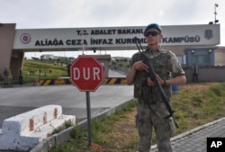 FILE - A Turkish soldier guards the entrance to the prison complex in Aliaga, Izmir province, western Turkey, where jailed U.S. pastor Andrew Craig Brunson is appearing on his trial at a court inside the complex, May 7, 2018.