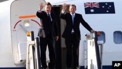 14일 데이비드 캐머런 영국 총리(왼쪽)와 토니 애버트 호주 총리가 주요 20개국 정상회의 참석차 호주 브리즈번에 도착했다.