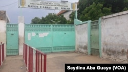 L'entrée de la prison de Rebeuss, à Dakar, le 30 août 2019. (VOA/Seydina Aba Gueye)