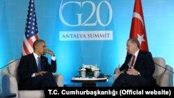 Presiden AS Barack Obama melakukan pertemuan dengan Presiden Turki Recep Tayyip Erdogan di sela KTT G-20 di Antalya, Turki hari Minggu (15/11).