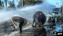 Gretsiya politsiyasi Turkiyadan kelgan migrantlarni chegaradan o'tkazmaslikka harakat qilmoqda