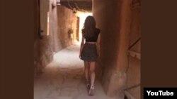 دختر جوان اهل عربستان سعودی با دامن کوتاه ویدئو منتشر کرد و جنجال آفرید