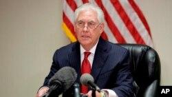 """Washington ha anunciado este domingo que quieren que los sirios """"decidan por ellos mismos su destino y el de Al Assad"""", según lo ha afirmado el secretario de Estado de EE.UU., Rex Tillerson."""