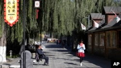 资料照:北京怀柔举行APEC峰会会场附近的一条街道。(2014年11月9日)