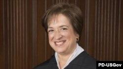 Ketua Mahkamah Agung Amerika Serikat, Elena Kagan, mengatakan ia dan kolega-koleganya di MA masih menggunakan pena dan kertas dalam berkomunikasi. (Foto: Dok)