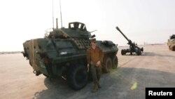 """Seorang tentara AS terlihat dalam pembukaan latihan militer bersama tahunan terbesar di Asia Tenggara """"Kobra Emas"""" di Bangkok, hari Selasa (13/2)."""