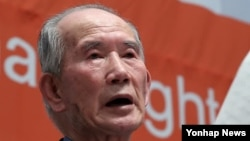 지난해 12월 서울 프레스센터에서 열린 '북한인권의 날' 행사에서 탈북 국군포로인 유영복 씨가 증언하고 있다. (자료사진)