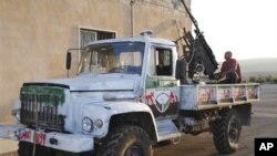 시리아 이들립지역에서 트럭위에 무기를 탑재한 반군