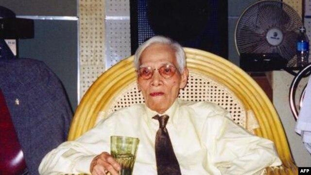 Thi sĩ Hoàng Cầm, Hải Phòng (2002)