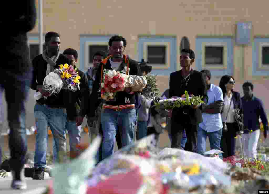 Migrants arrive for an interfaith burial service for 24 dead migrants at Mater Dei Hospital in Tal-Qroqq, outside Valletta, April 23, 2015.