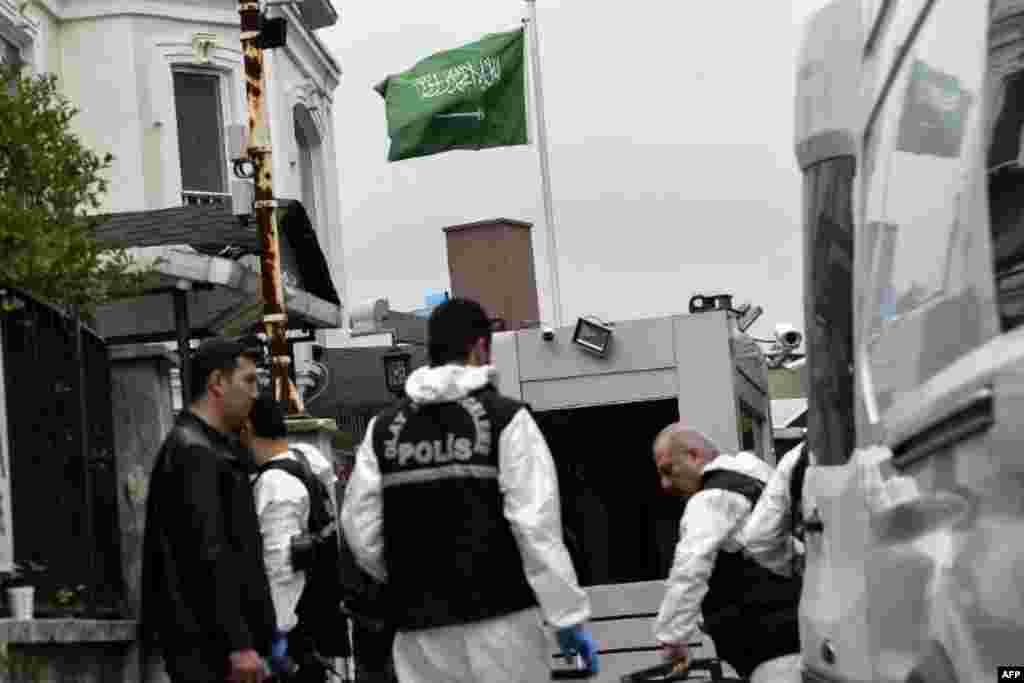 Expertos forenses turcos realizaron una investigación del asesinato de Khashoggi en el consulado saudita.