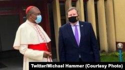 "Ambasseur ya Etats-Unis Michael Hammer ""Nzita"" (D) na cardinal Fridolin Ambongo na Kinhsasa, le 12 juin 2020. (Twitter/Michael Hammer)"