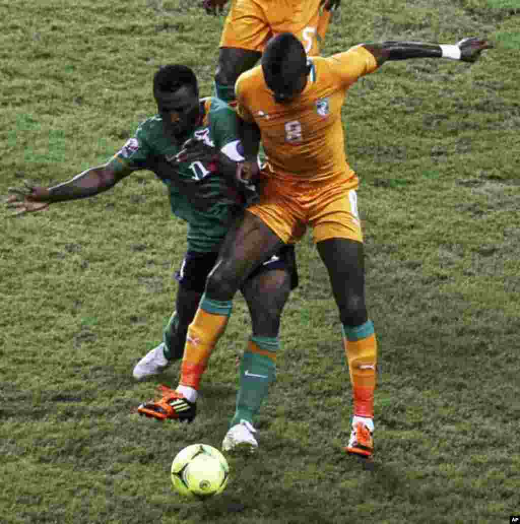 Ivory Coast's Salomon Kalou (R) challenges Christopher Katongo of Zambia during their African Nations Cup final soccer match at the Stade De L'Amitie Stadium in Gabon's capital Libreville February 12, 2012.