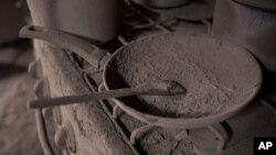 Una sartén llena de cenizas es lo que quedó de una vivienda en San Miguel de Los Lotes, Guatemala, después de la erupción del volcán de Fuego que cobró muchas víctimas a las que sorprendió durante la jornada de lo que parecía un tranquilo día.
