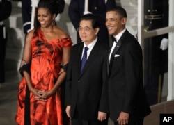 2011年1月美国总统奥巴马和夫人与中国主席胡锦涛出席白宫晚宴。
