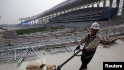 Chi phí tổ chức Á Vận Hội được ước tính vào khoảng 150 triệu đôla. Nhưng một số người cho rằng khoản tiền thật sự phải chi tiêu còn cao hơn rất nhiều.