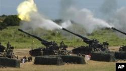 Piezas de artillería durante ejercicios militares en Hsinchu, Taiwán en julio de 2012.
