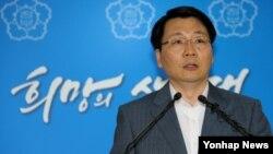 4일 정부서울청사에서 김형석 한국 통일부 대변인이 오는 6일 개성공단 관련 남북당국간 실무회담을 공식 제의하고 있다.