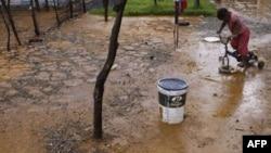 Ujrat toksike kërcënojnë Johanesburgun