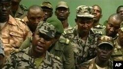 兵變的馬里士兵出現在星期四的電視畫面上