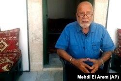Rachid Koraïchi, artiste algérien de 74 ans, fondateur du cimetière de Zarzis pour les migrants non identifiés, à Tunis, mercredi 16 juin 2021.