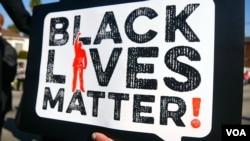 珍惜黑人生命运动标牌(美国之音国符拍摄)
