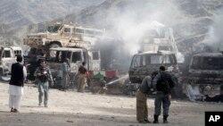 2일 아프가니스탄 난가르하르 주 토르크함 마을의 미군 기지에 자살 폭탄 공격이 발생했다.