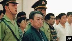 北京前市长陈希同1998年在法庭上(资料照片)