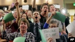 Protest protiv ukidanja Obamakera na skupu u Juti na kojem je govorio republikanski kongresmen Džejson Čafec