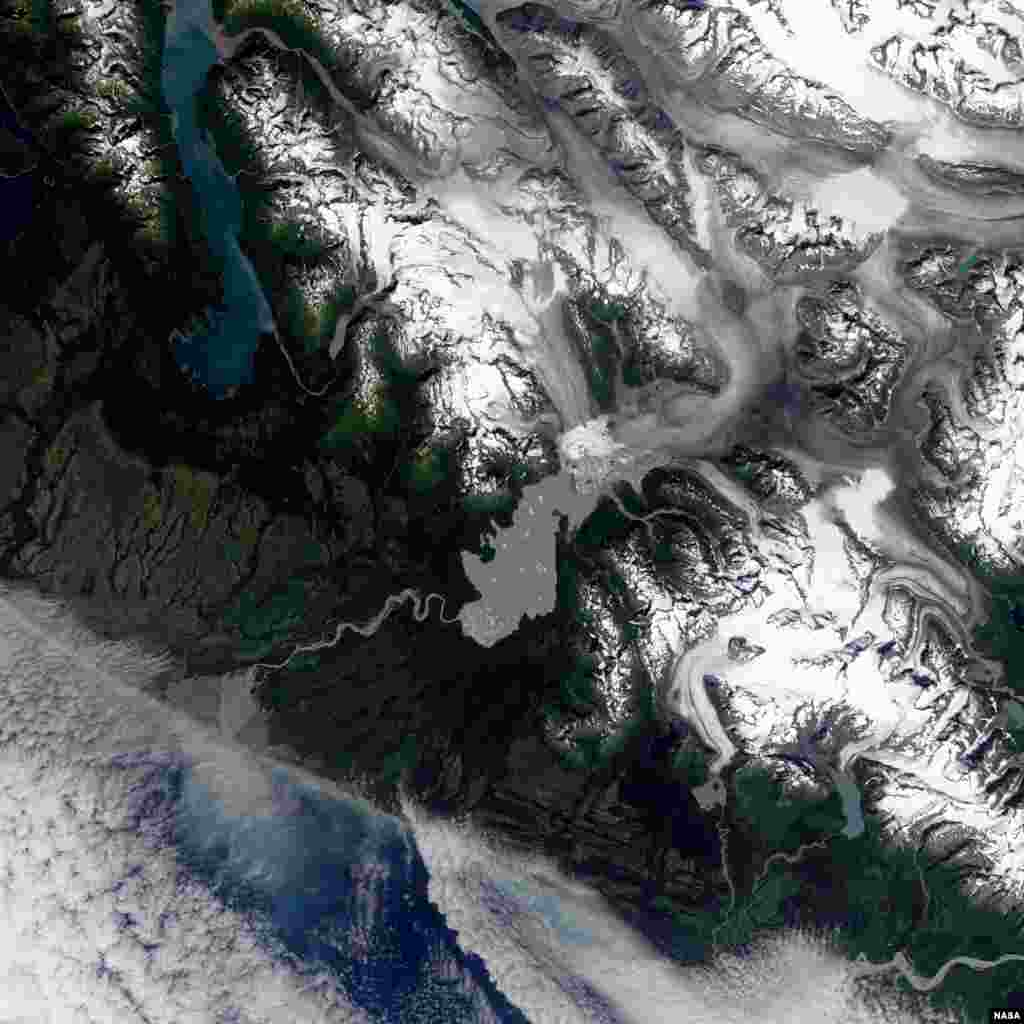 Located in the Brabazon Range of southeastern Alaska, Yakutat Glacier is one of the fastest retreating glaciers in the world.