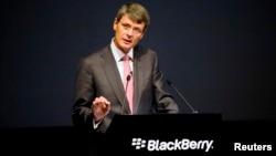 CEO BlackBerry Thorsten Heins berpidato dalam pertemuan tahunan perusahaan tersebut di Ontario, Juli lalu.