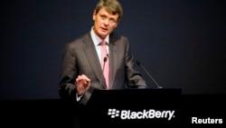 2013年7月黑莓行政长官海因斯在安大略省滑铁卢公司年度会上