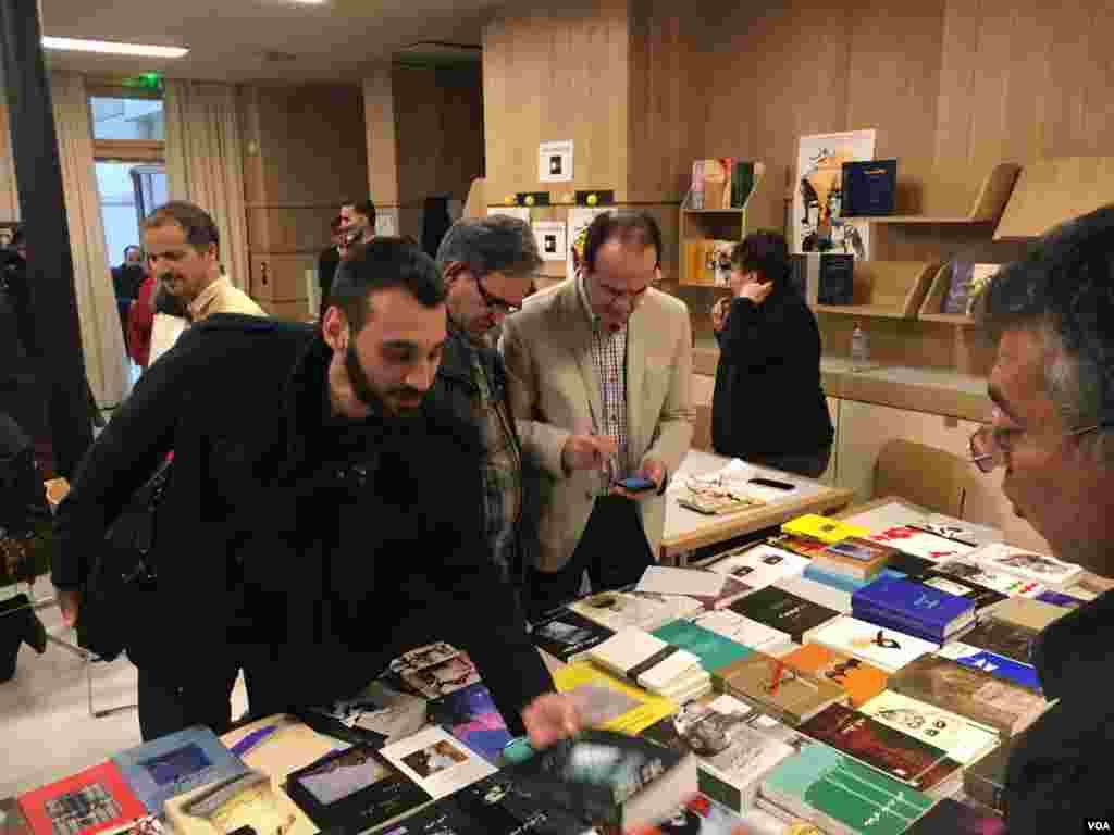 نمایشگاه کتاب تهران-بدون سانسور با استقبال خوب فارسی زبانان خارج از ایران رو به رو شد.