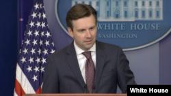 Sekretaris Pers Gedung Putih, Josh Earnest (foto: dok).