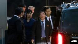 미국과 비핵화 실무협상을 벌일 북한 대표단이 3일 오후 스웨덴 스톡홀름 알란다 공항에 도착했다.