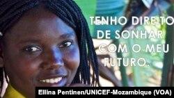 Cartaz de uma campanha contra o casamento de adolescentes.