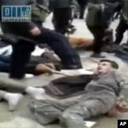 Un manifestant maltraité par les forces de l'ordre