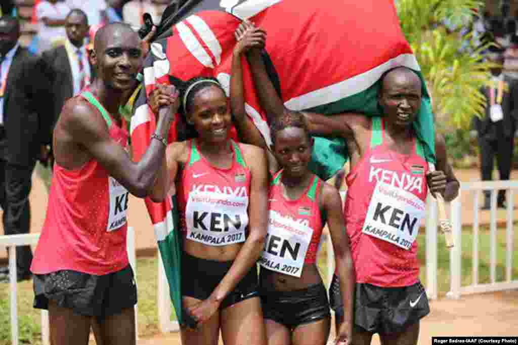 Timu ya Kenya ya mchanganyiko Asbel Kiprop, Beatrice Chepkoech, Winnie Mbithe and Bernard Koros