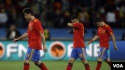 Kesebelasan Spanyol baru meraih tiga poin dari hasil satu kali menang atas Honduras dan satu kali kalah dari Swiss.