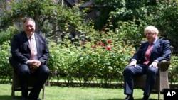 2020年7月21日,英国首相鲍里斯•约翰逊欢迎来访的美国国务卿蓬佩奥。